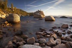 岩石在太浩湖 库存图片