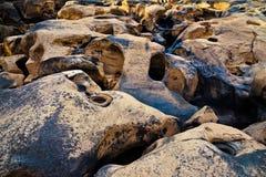 岩石在干燥河 免版税库存图片