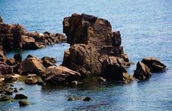 岩石在海。 免版税库存图片