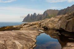 岩石在海运 免版税库存照片