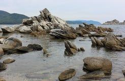 岩石在海 免版税库存图片