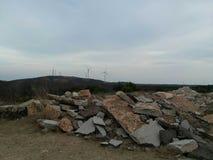 岩石在野营地附近堆 库存照片