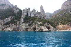 岩石在水中 免版税库存照片