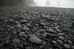 岩石在黑暗中 库存照片