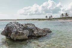 岩石在离海岸的附近 免版税图库摄影