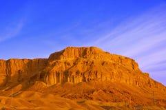 岩石在死海附近的沙漠 库存图片
