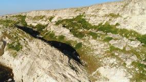 岩石地形的难以置信的顶视图在夏天 ?? 岩石的美丽的景色在一好日子 股票视频