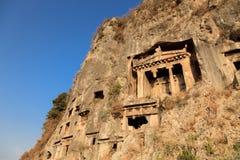 岩石坟茔在费特希耶,土耳其 免版税库存照片