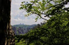 岩石城市-城堡- Trosky 免版税库存图片
