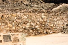 岩石墙壁和台阶古老堡垒著名为建筑 用于内部和外部的老建筑学 图库摄影