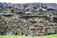 岩石墙壁在废墟的 免版税库存照片