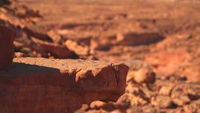 岩石壁架在峡谷的沙漠山的 影视素材