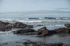 岩石大西洋海岸 免版税库存照片