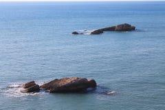 岩石孪生在亚得里亚海(黑山,冬天) 免版税库存图片