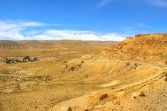 岩石小山和谷在Neqev沙漠在以色列。 免版税库存照片