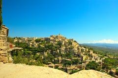 岩石小山的戈尔代中世纪村庄 Luberon,普罗旺斯,法国 免版税库存图片