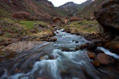 岩石小河 库存图片