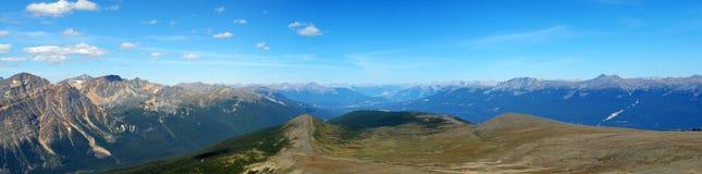 岩石山的全景 库存图片