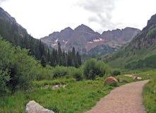 岩石山的路径 免版税图库摄影