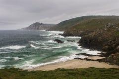 岩石岸在一风暴日2 免版税库存图片