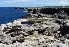 岩石峭壁在巴巴多斯,印度西部 免版税库存图片