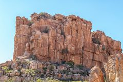 岩石峭壁的登山人在塞德伯格的Truitjieskraal 图库摄影