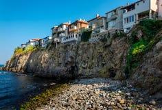 岩石峭壁的老镇 库存图片