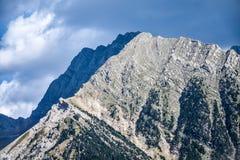 岩石峰顶在比利牛斯 库存图片