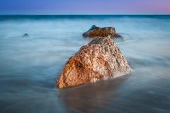 岩石平静场面的海运 库存图片