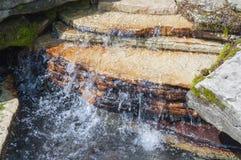 岩石平静的瀑布 免版税库存照片