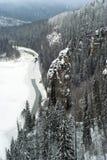 岩石恶魔` s手指和河Usva的冬天视图 图库摄影