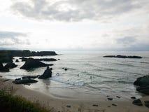 岩石惊人的自然风景在海滩的 免版税库存照片