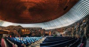 岩石教会的内部在赫尔辛基,芬兰 免版税库存照片