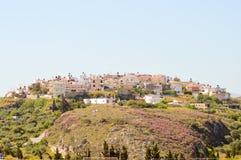 岩石断层块的村庄克利特 免版税图库摄影
