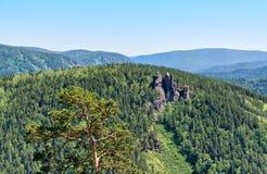 岩石断层块Ermak Stolby自然圣所柱子 库存照片