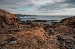 岩石新英格兰海岸线长的曝光  免版税库存照片