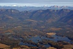岩石早期的秋天的山 库存图片