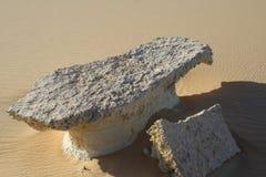 岩石桌在沙漠 库存图片