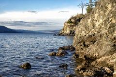 岩石欧肯纳根湖岸 库存照片