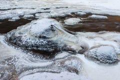 冻岩石河 color ice nice very 免版税库存图片