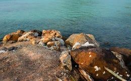 岩石泰国海岛海滩酸值Lan 图库摄影