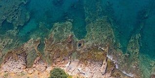 岩石海岸从上面,希腊 免版税库存照片