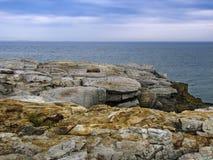 岩石海岸俯视 免版税库存图片