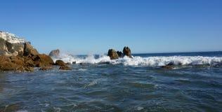 岩石海岸的假期房子 图库摄影