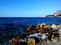 从岩石海岸的看法 库存图片