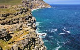 岩石海岸的线路 库存图片