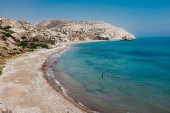 岩石海岸线和海在塞浦路斯 免版税库存照片