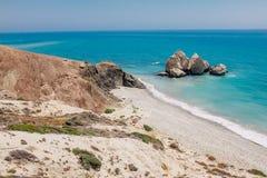 岩石海岸线和海在塞浦路斯 图库摄影