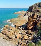 岩石海岸线在镇1770在澳大利亚 免版税库存图片