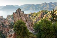 岩石海岸线横向 图库摄影